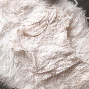 3/30$🌸 lace crop top